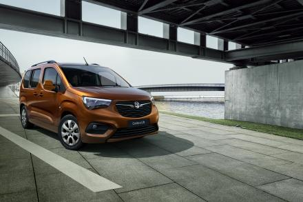 Vauxhall Combo-e Life Electric Estate 100kW SE 50kWh 5dr Auto [7 Seat]